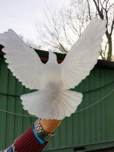 Скульптура голубка из стекла
