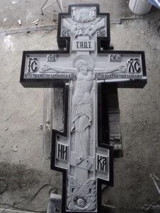Гравированный крест на памятник