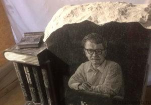Изготовление памятника с книгами