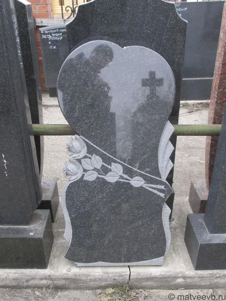 Памятники на могилу с розами