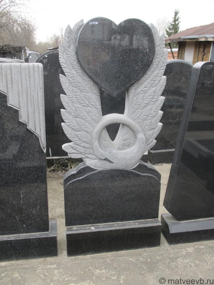 Памятник с лебедем и сердцем