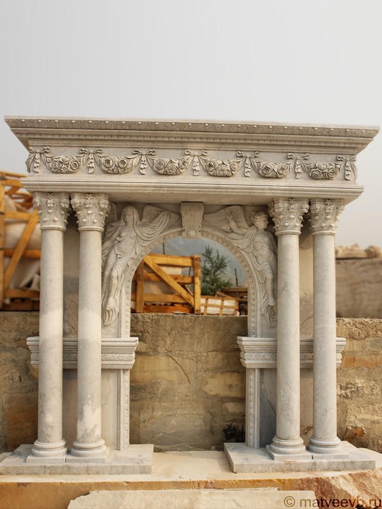 Вход в склеп на могилу
