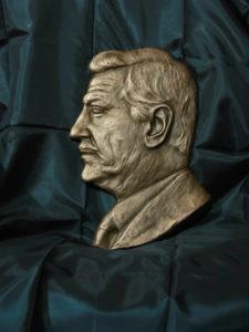 Барельефный портрет из бронзы