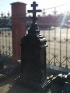 Памятник - часовня на кладбище