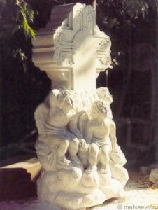 Скульптурный крест из мрамора