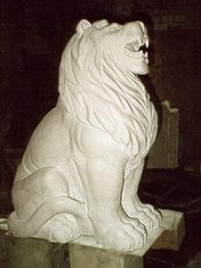 Скульптура львов из мрамора