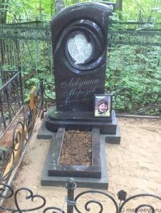 Памятник ребенку с ангелом из стекла