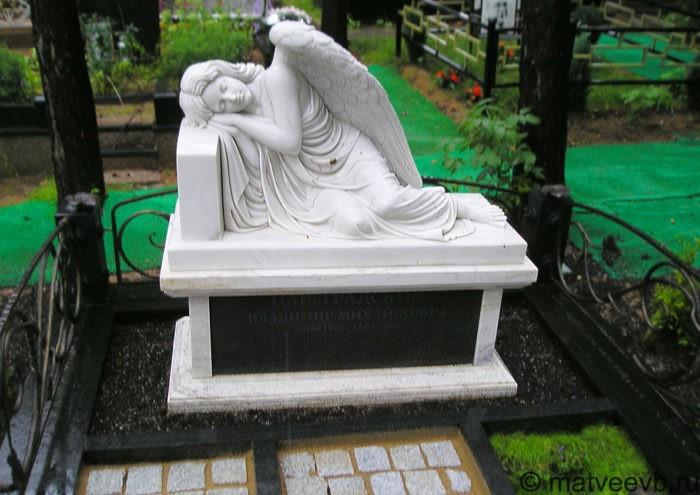 Элитные скульптурные памятники